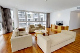3 Bedroom Serviced Apartment for rent in Ekamai Gardens, Phra Khanong Nuea, Bangkok near BTS Ekkamai