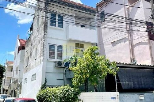 3 Bedroom Townhouse for sale in Chom Phon, Bangkok near BTS Ladphrao Intersection