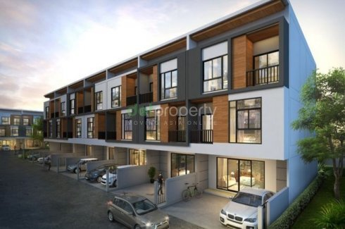 2 bedroom townhouse for sale in Trio Rom Klao near Airport Rail Link Lat Krabang