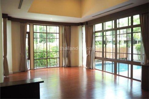 4 bedroom house for rent in Phra Khanong Nuea, Watthana
