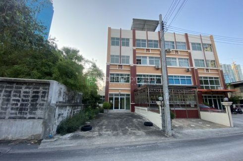 3 Bedroom Commercial for sale in Chong Nonsi, Bangkok