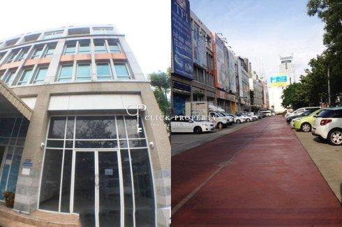Commercial for sale in Khlong Ton Sai, Bangkok