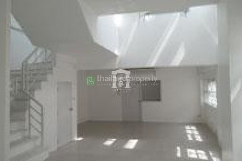 Townhouse for rent in Wang Thonglang, Bangkok