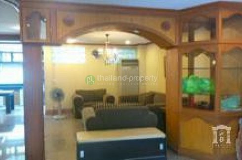 3 bedroom townhouse for rent in Yan Nawa, Sathon