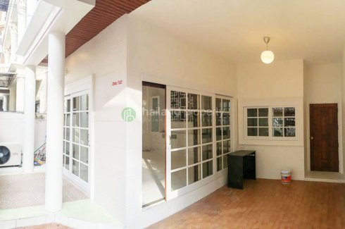 4 bedroom townhouse for sale or rent near BTS Chong Nonsi