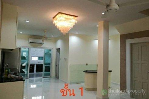 3 Bedroom Townhouse for rent in Chong Nonsi, Bangkok near BTS Surasak