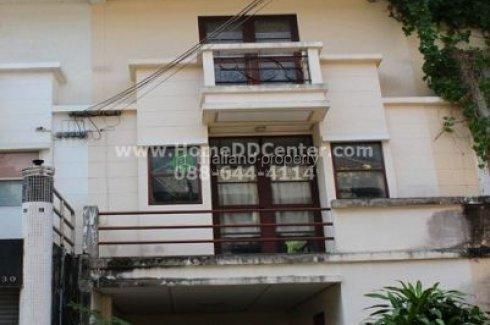 3 Bedroom Townhouse for sale in Bang Chak, Bangkok