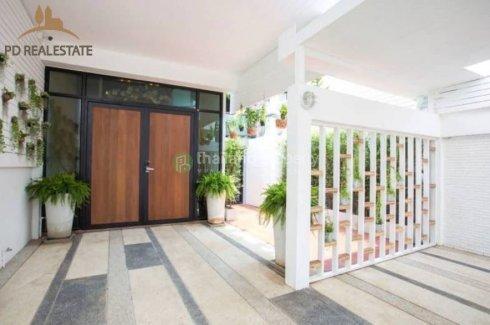 3 bedroom townhouse for sale near BTS Phra Khanong