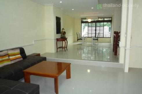 3 bedroom townhouse for rent in Watthana, Bangkok
