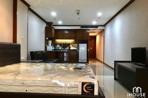 1 Bedroom Condo for sale in Jewelry Trade Center, Silom, Bangkok