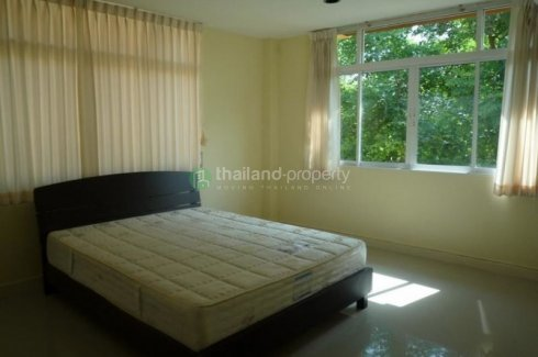 5 bedroom townhouse for rent near BTS Phrom Phong