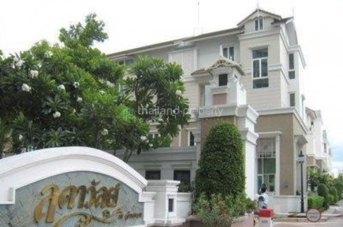 4 bedroom townhouse for rent in Yan Nawa, Sathon