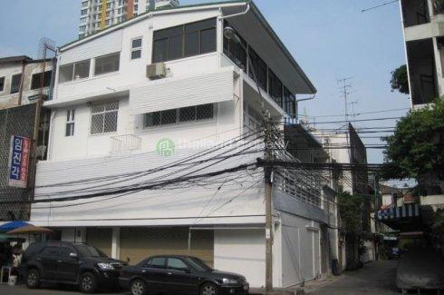 4 bedroom townhouse for rent in Silom, Bang Rak