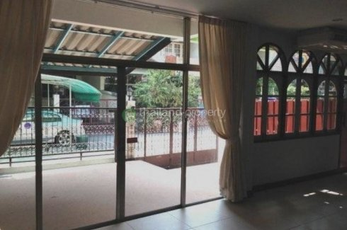 4 bedroom townhouse for rent near BTS Asoke