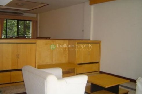4 bedroom townhouse for rent near BTS Phrom Phong