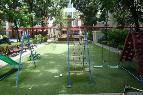3 bedroom townhouse for rent near BTS Thong Lo