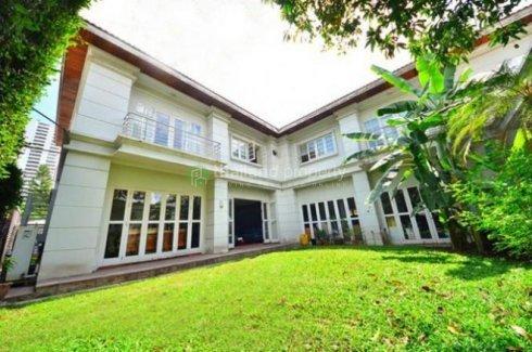 4 bedroom house for sale in Phra Khanong Nuea, Watthana